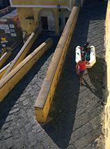 """""""Senso unico alternato"""" (Rampe della Marina al Porto Romano di Ventotene)."""